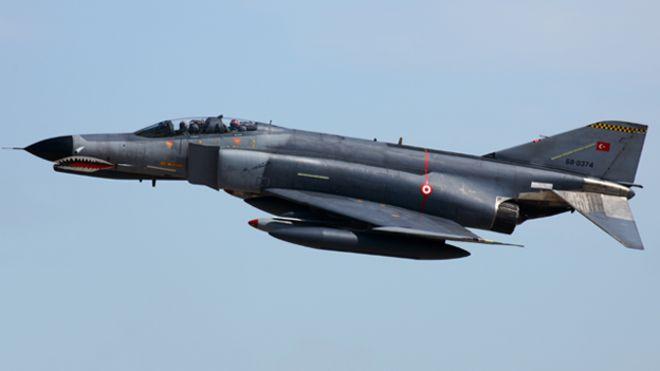 الطيران الحربي الإيراني يستعرض عضلاته في الخليج وبحر عمان