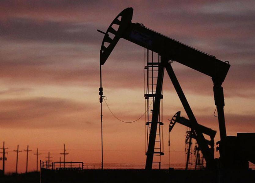 النفط يعزز أسهم البتروكيماويات الخليجية وسط أسواق ضعيفة