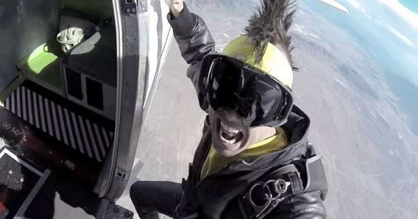مصرع مغني راب مشهور سقط من على جناح طائرة