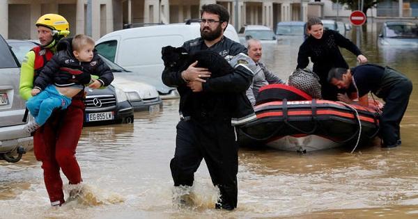مصرع 13 شخصا بسبب الفيضانات جنوبي فرنسا