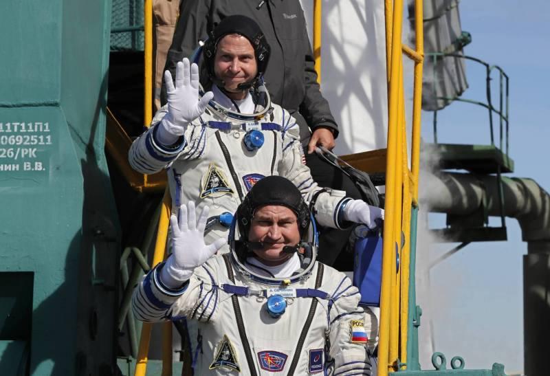 رائد الفضاء الروسي احتفظ بأعصاب هادئة وروح ساخرة لدى تعطّل الصاروخ