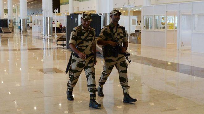 لماذا طُلب من أفراد الأمن بمطارات الهند عدم الابتسام كثيرا؟