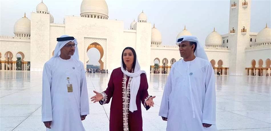 (بالصور) بعد التراتيل اليهودية بأبو ظبي، وزيرة إسرائيلية تزور مسجد الشيخ زايد