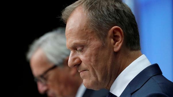 توسك: الاتحاد الأوروبي سيمدد عقوبات روسيا في كانون الأول