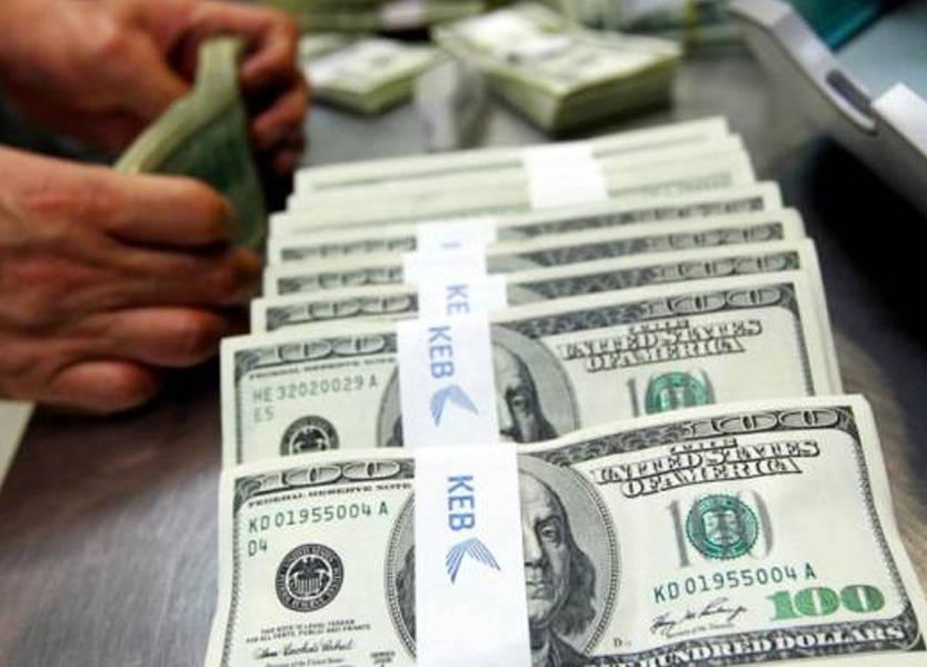 الدولار يتجه لأكبر هبوط أسبوعي في 10 أشهر