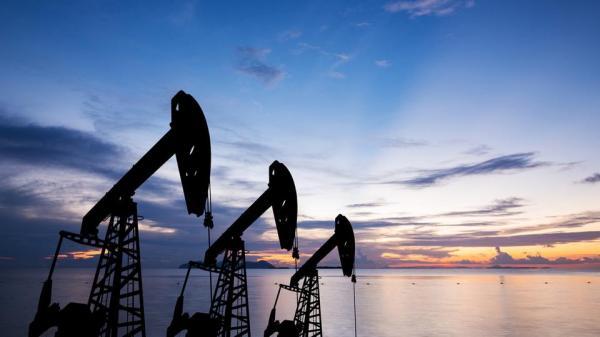 أسعار النفط تستهل تداولات اليوم على انخفاض وخام برنت عند 61 دولارا