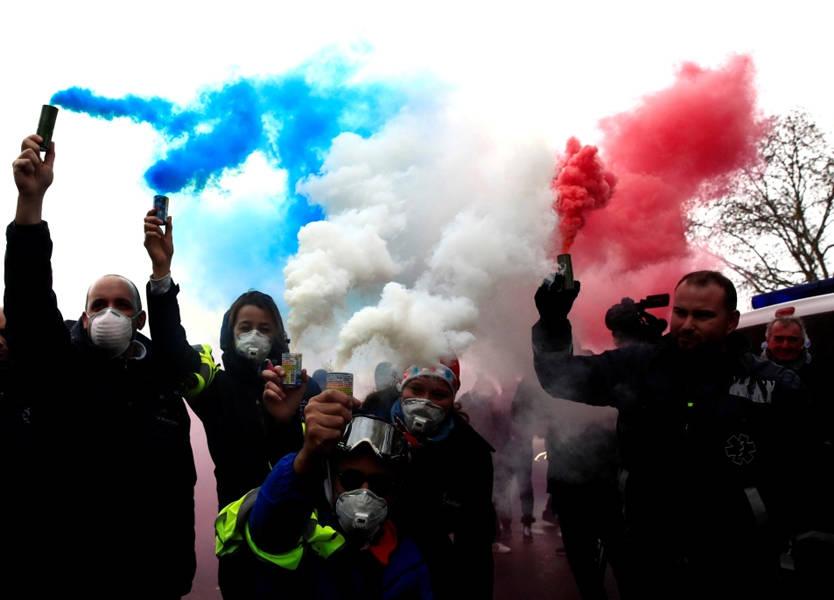 الحكومة الفرنسية تستعد لتعليق رفع أسعار الوقود