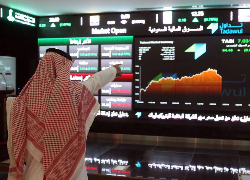 النفط يدعم البورصة السعودية والبنوك تهبط بدبي