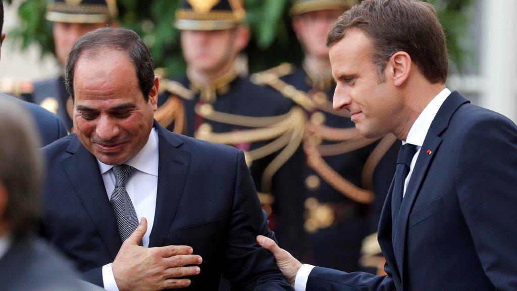 ماكرون في القاهرة لبحث تعزيز العلاقات الثنائية... وحقوق الإنسان