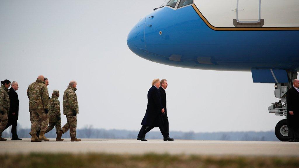 القائم بأعمال وزير الدفاع الأمريكي يزور بغداد دعماً لسيادة العراق