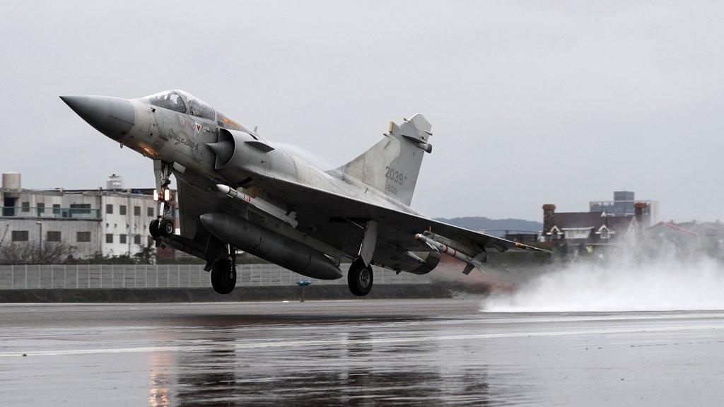 سلاح الجو الفرنسي يقصف أهدافاً لدعم جيش تشاد بعد توغل قافلة قادمة من ليبيا
