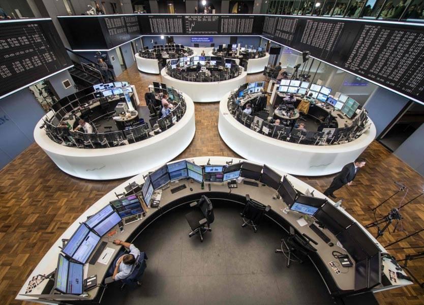اليورو يقبع عند أدنى مستوى في أسبوعين