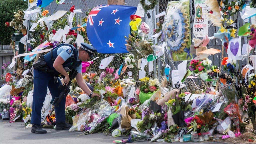 الآذان يرفع استثنائيا في أنحاء نيوزيلندا خلال مراسم تكريم ضحايا اعتداء كرايستشيرش