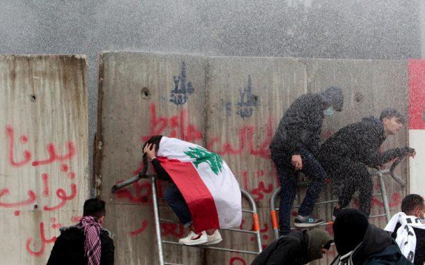 مواجهات بين قوى الأمنية ومتظاهرين قرب البرلمان في بيروت