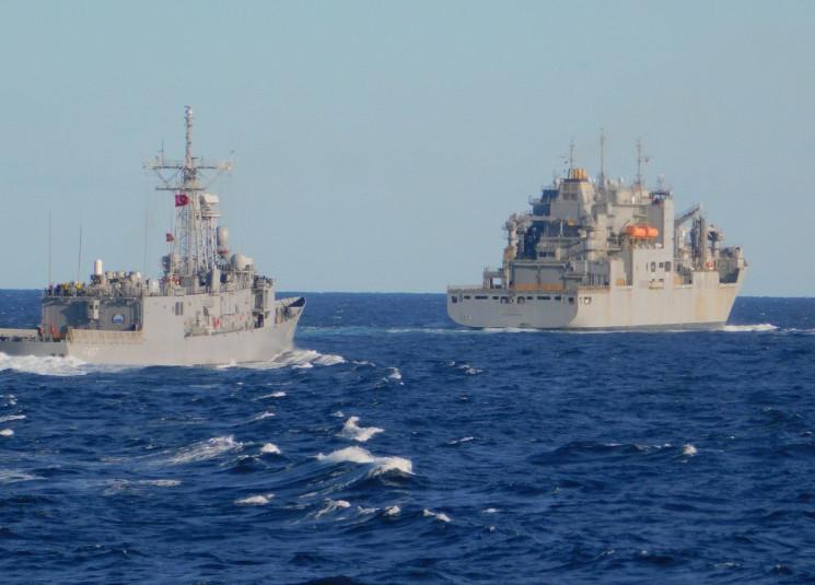 ships-in-the-ocean