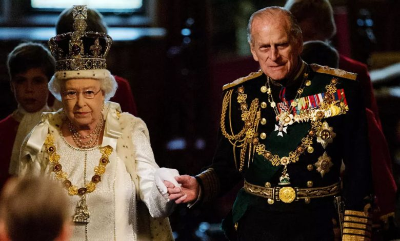 وفاة الأمير فيليب ضربة قوية للملكة إليزابيث المنهكة بالأزمات
