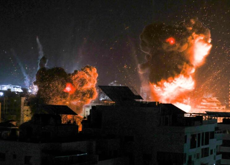 explosions-night-sky-gaza-city-israel-conflict